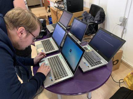 Es sind auch ein paar Laptops